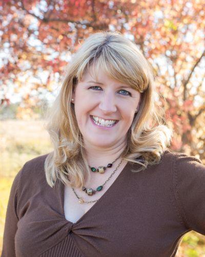 Angela Schroeder Headshot