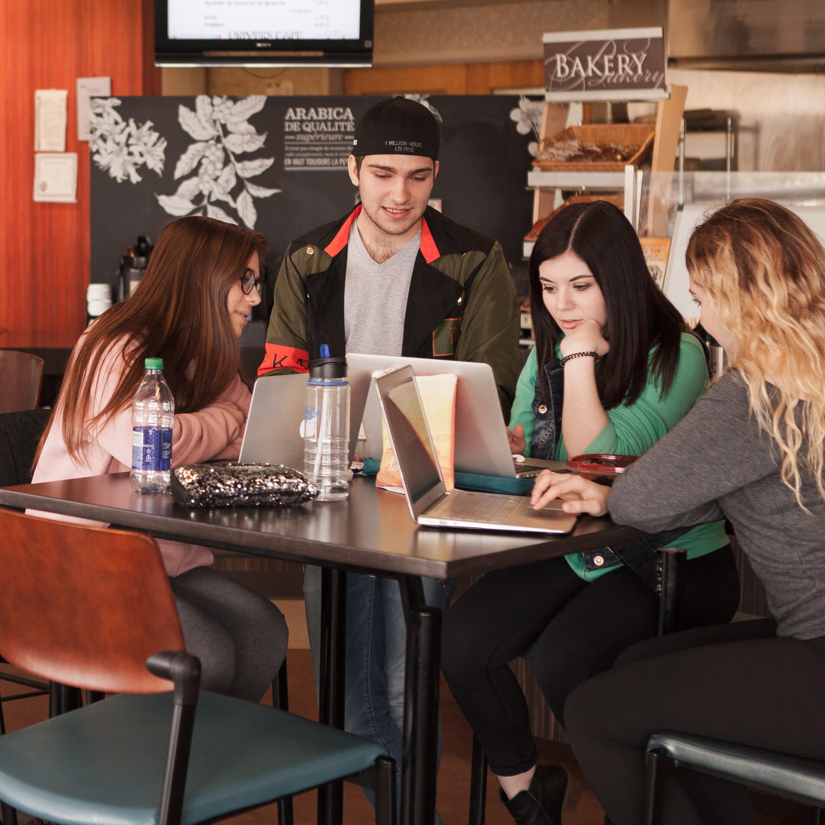 salon-etudiant-cafeteria-etudier-social-carre.jpg