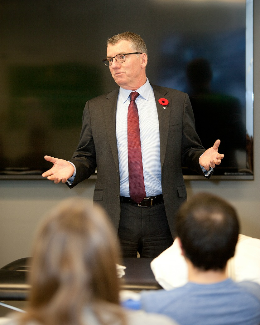 President Turpin visits the U of A's Rehabilitation Medicine Calgary Clinic