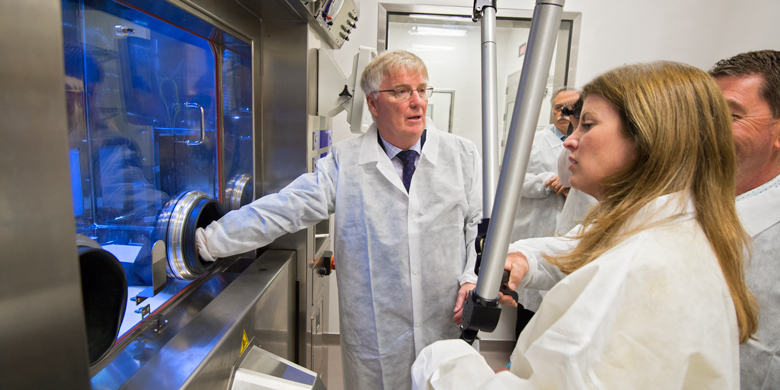 Sandy McEwan shows Minister Rona Ambrose and MP David Anderson how to use a pair of remote-controlled robotic arms at the Medical Isotope and Cyclotron Facility at UAlberta.