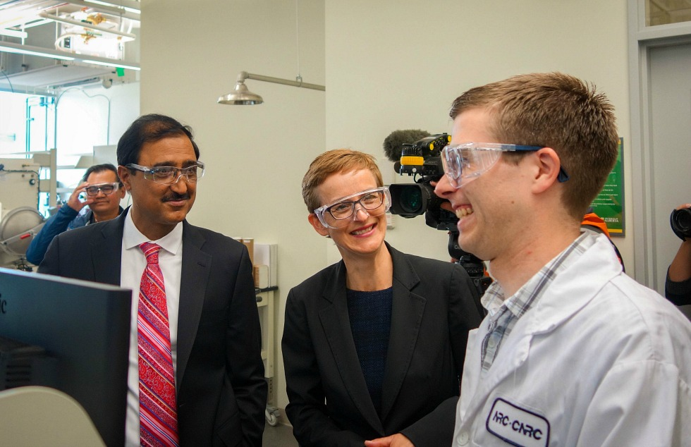 Amarjit Sohi (left), minister of infrastructure of communities, tours UAlberta chemistry professor Jillian Buriak's lab after announcing a $75 million in funding to the university through the Canada First Research Excellence Fund.