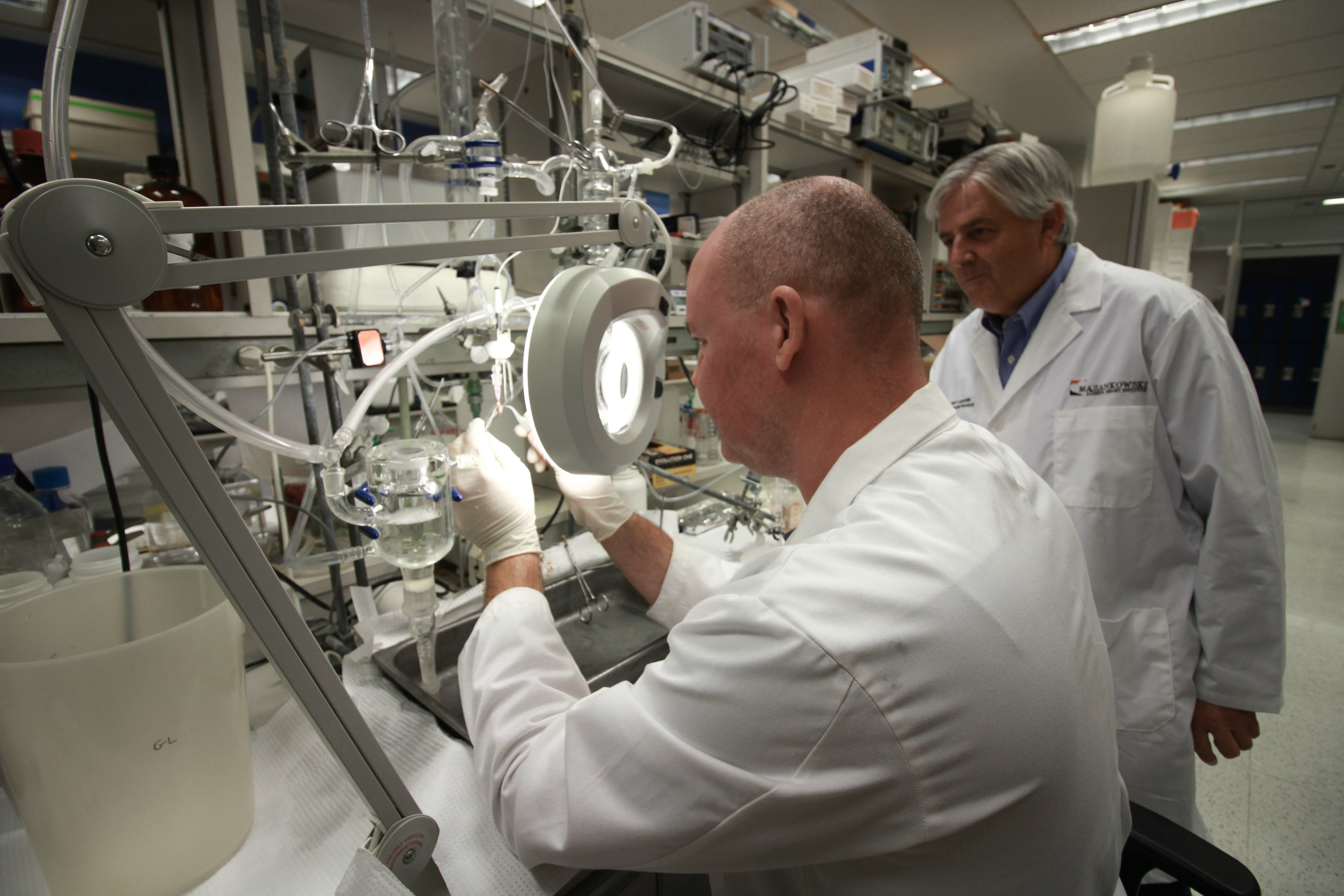 Gary Lopaschuk and colleague in his lab