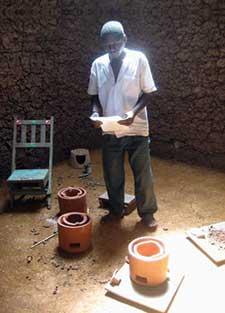 Local potter Musa Omumia