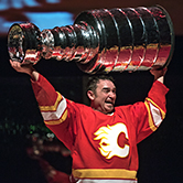 Shaun Smyth playing Theo Fleury in Playing with Fire